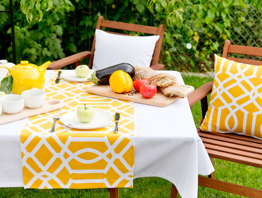Tisch in Gelb