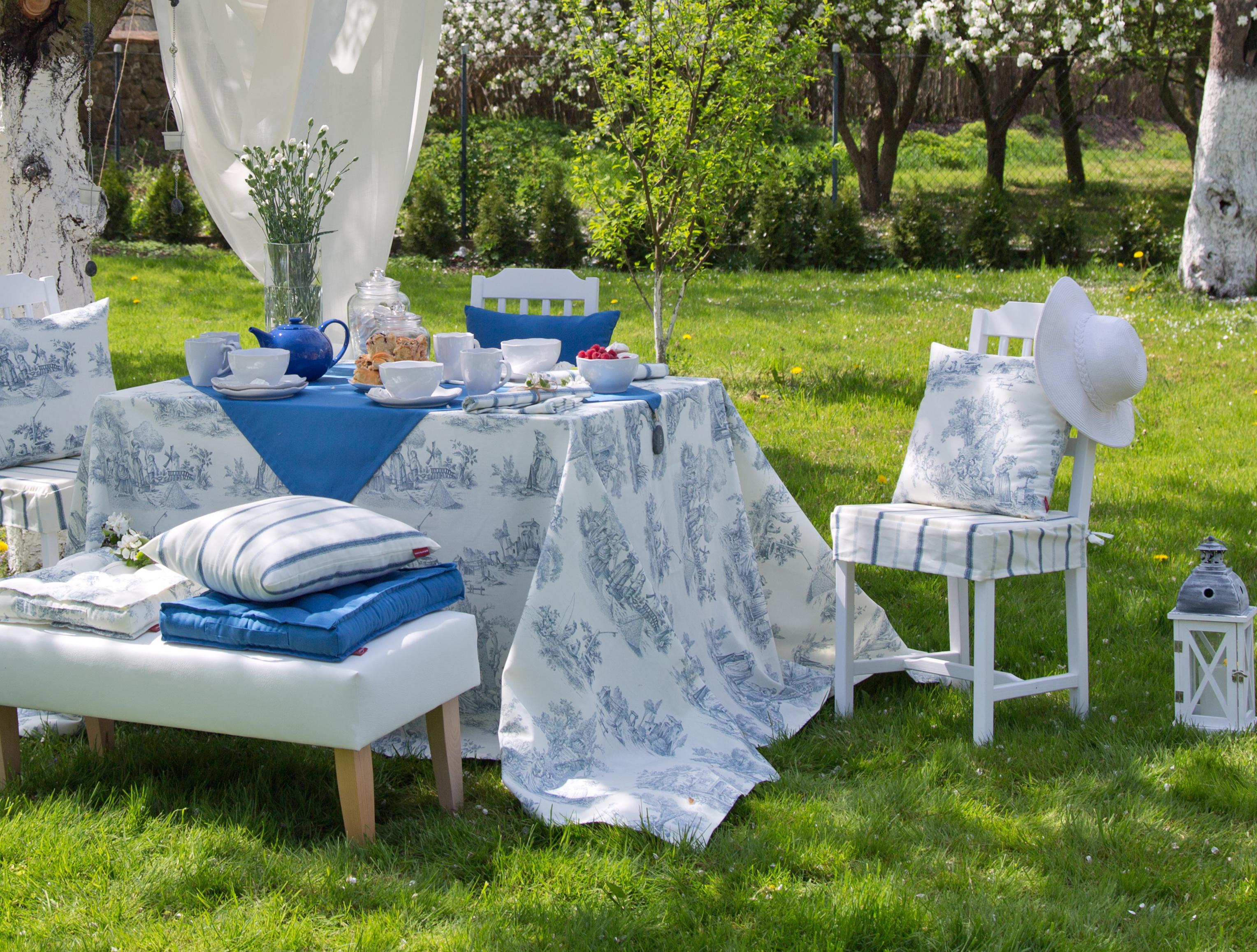 Garten mit Blau und Weiß dekorieren